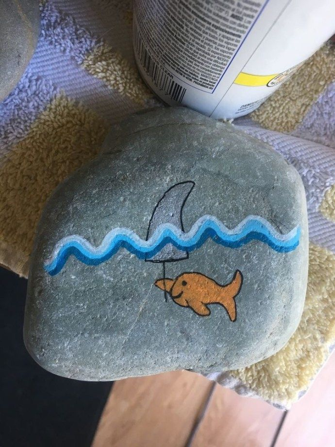 15 Painted Rock Ideas is part of Rock painting designs, Rock painting art, Painted rocks diy, Rock painting ideas easy, Painted rocks, Paint rock - Here's a list of 15 painted rock ideas to help inspire you! If you're looking for easy painted rock ideas then we've got everything from fish designs, owls, and much more  1  Blue Fishes Rock 2  Daisy Smile Rock 3  Rainbow Love Hearts Rock 4  Owl Rock 5  Disney's Up Rock 6  Mushroom House Rock …