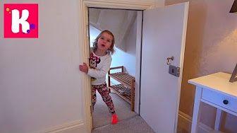 Malysh Igraet S Papoj Prevrashenie V Bad Baby Video Dlya Detej Kapriznyj Mladenec Youtube Ladder Decor Decor Youtube