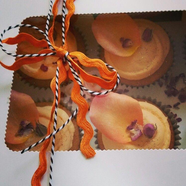 Petal cakes