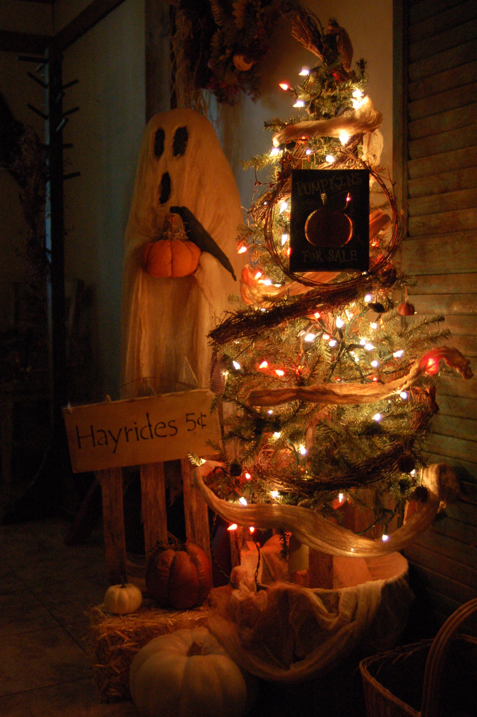 This primitive ghost is a great addition for halloween decor - Primitive Halloween Decor