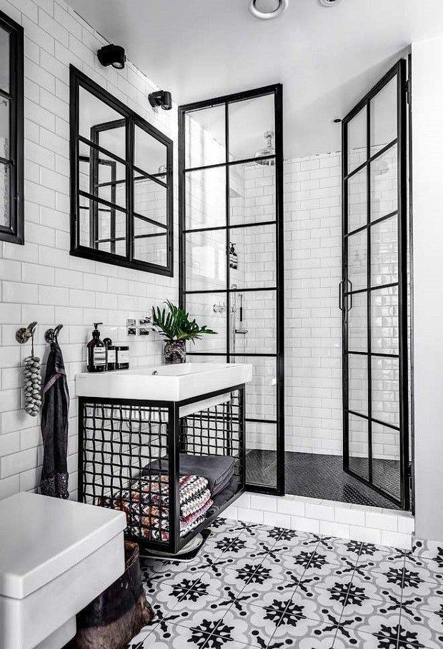 Confira ideias da combinação clássica preto e branco para o banheiro! (Foto: Reprodução) #bathroom #bathroomideas #blackandwhite #pretoebranco #decor #decoration #decoração #decoración #casavogue #remodelingorroomdesign