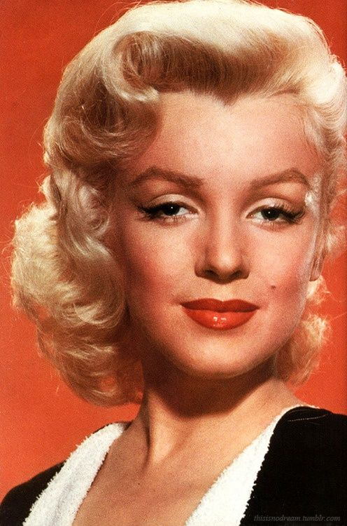 marilyn monroe close up of her cat eye makeup very reminiscent of greta garbos sleepy eye - Bud Spencer Lebenslauf