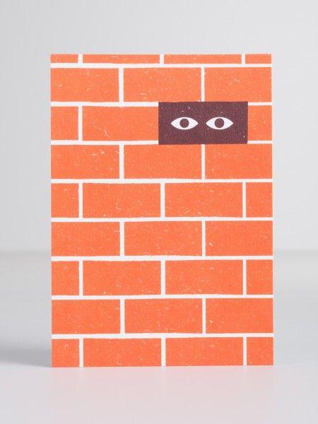 'Mauer' Diese tollen und ausgefallenen Postkarten sind von U Studio, einem zeitgenössischen und designorientierten Herausgeber von Karten und Geschenken. U Studio entwirft und entwickelt alle Produkte in ihrem Studio in Bristol und arbeitet mit Künstlern, Illustratoren und Fotografen aus der ganzen Welt zusammen. Motto: Wir lieben Kunst & wir machen Kunst. Maße: 10,5x15cm Info: Ohne Deko