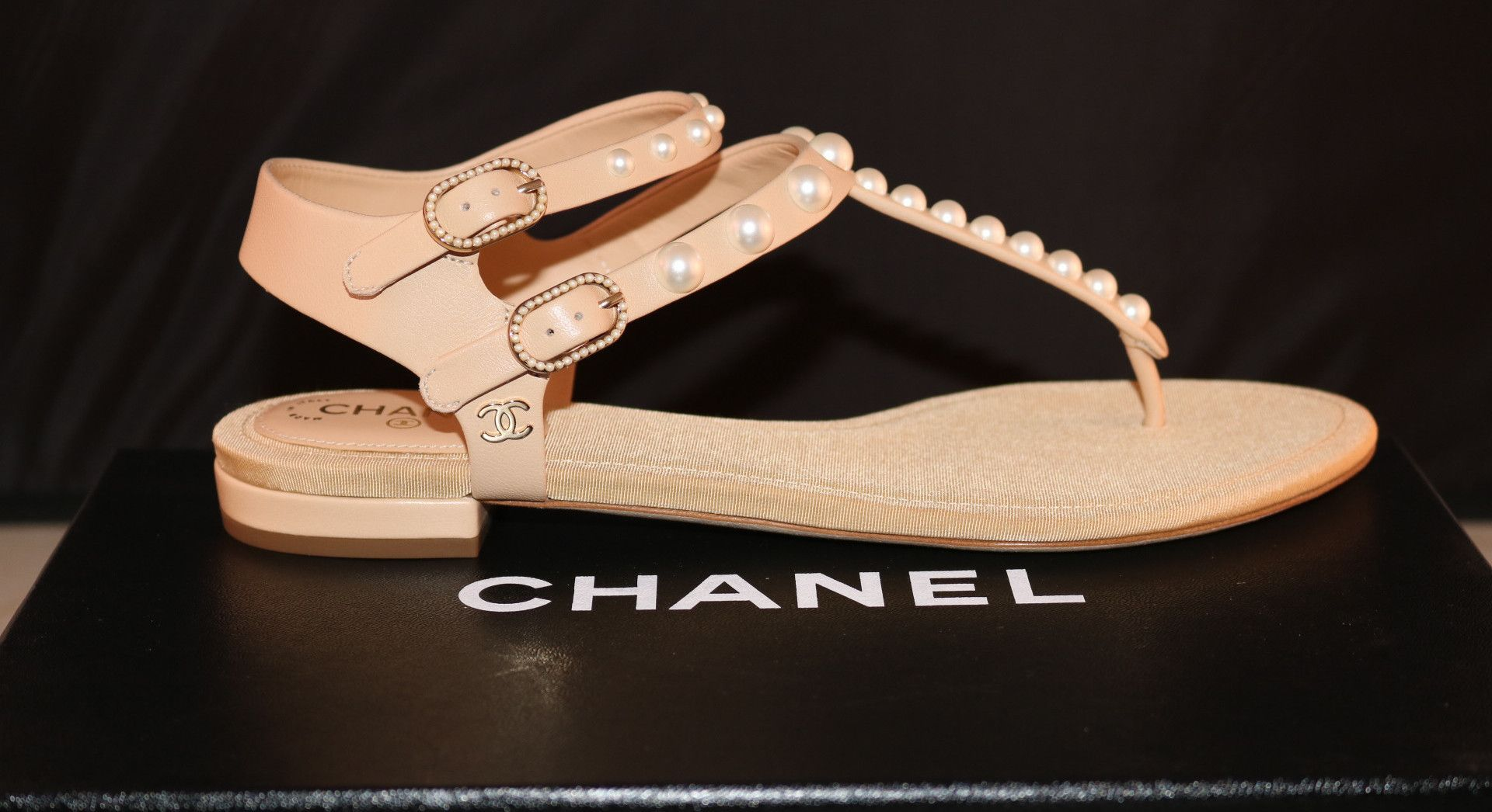 2016 CHANEL CC LOGO BEIGE LEATHER PEARL PEARLS FLATS THONG FLAT SANDALS  SHOES