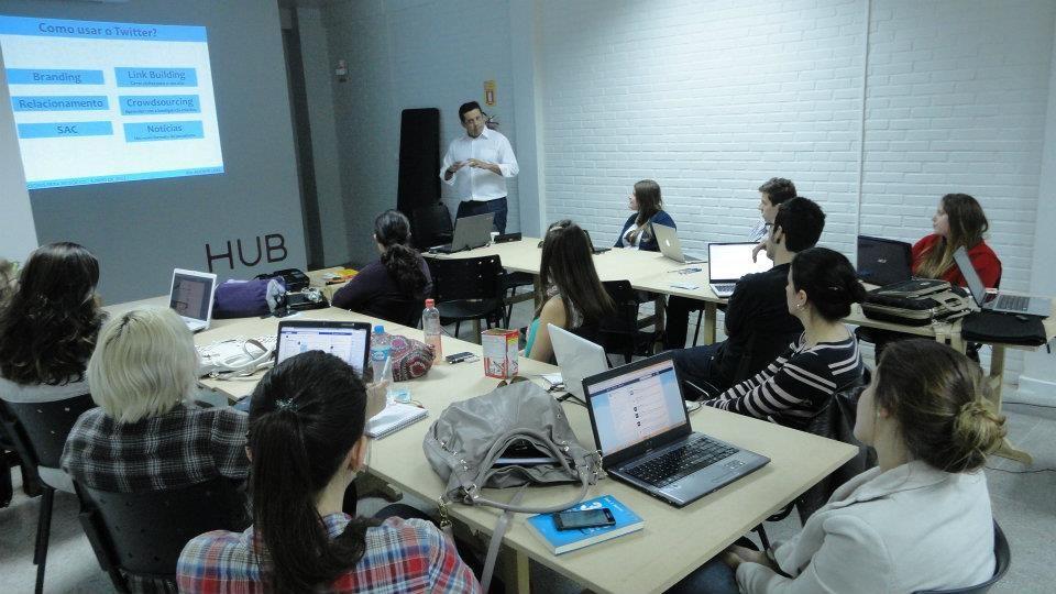 Curso de Redes Sociais par Negócios, 04 de agosto - Curitiba. Módulo de Twitter.