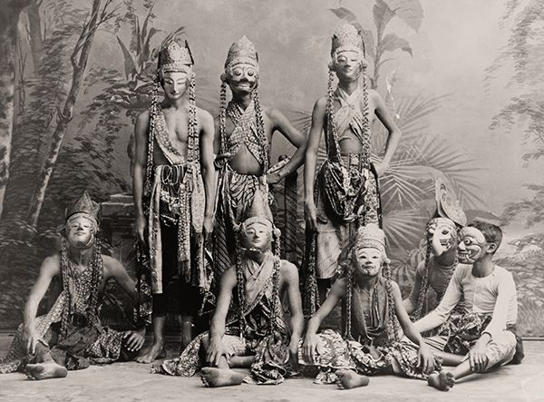 """US Library Of Congress Masked men of the theater acting in """"Topéing"""", Java (c. 1900-1920)"""