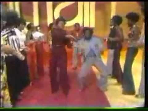 Don Cornelius Dances In Soul Train Line With Mary Wilson Soul Train Old School Music J Pop Music