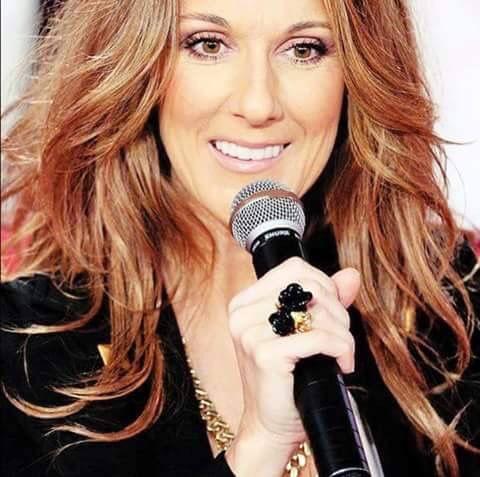 Celine j'aime sa couleur de cheveux !!..