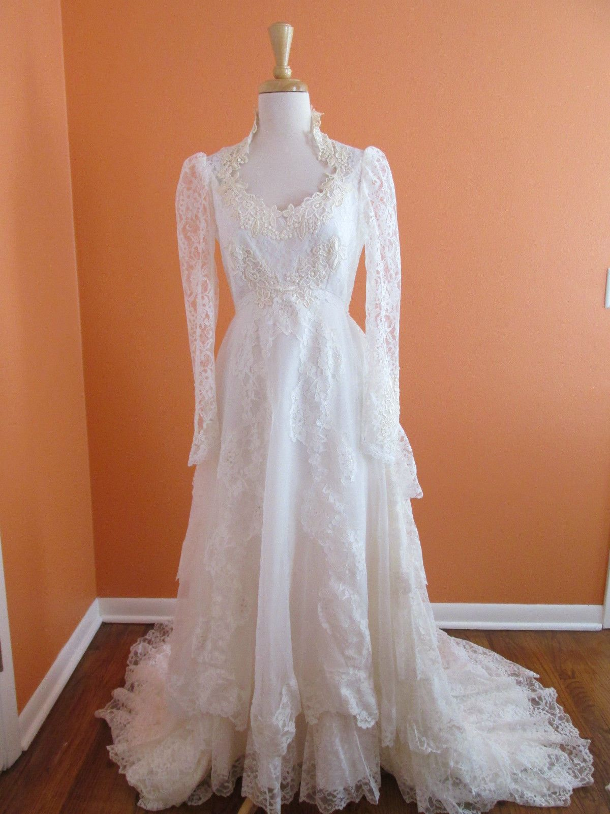 Vintage victorian tiered lace long sleeve boho country wedding dress