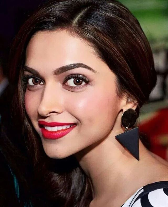 Deepika Padukone I Am Kind Of A Fan Of Hers She Is So Beautiful And Talented With Such In Deepika Padukone Deepika Padukone Style Beautiful Bollywood Actress