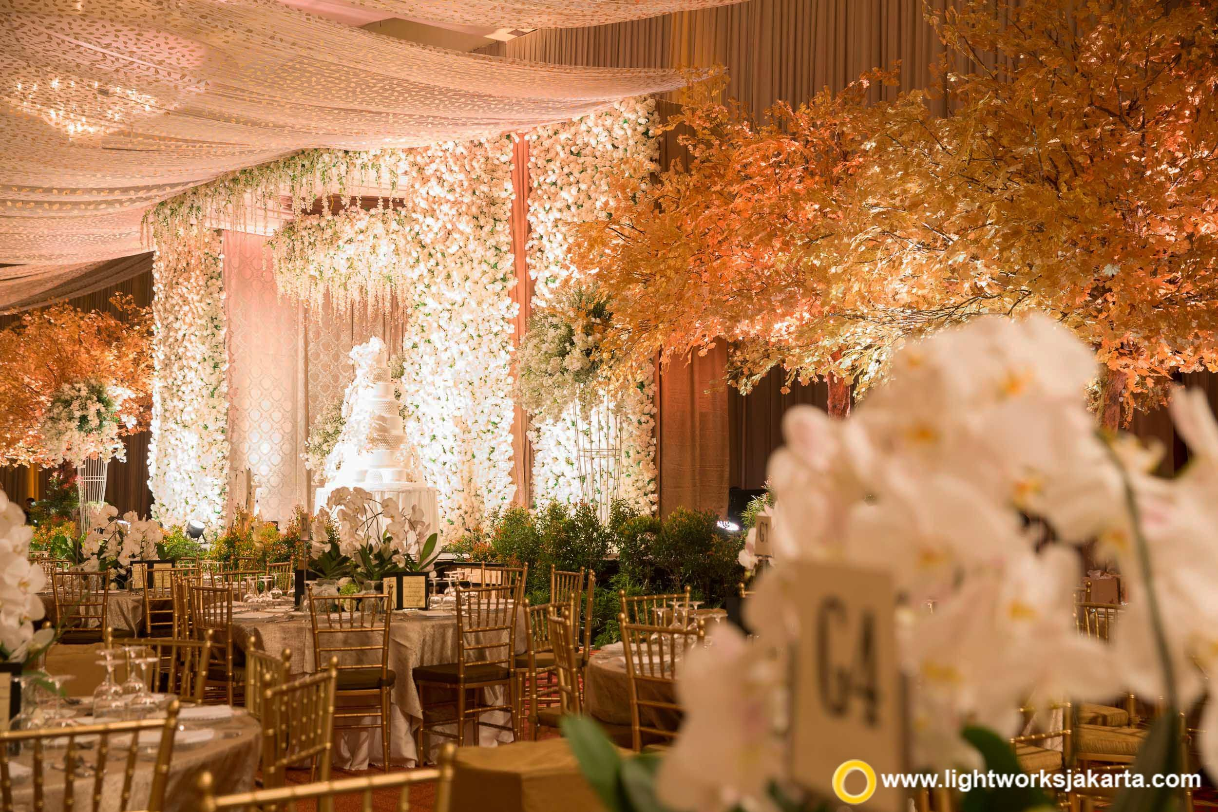 The beauty of john and kartikas wedding stage from steve decor as the beauty of john and kartikas wedding stage from steve decor as the decorator and lightworks junglespirit Gallery