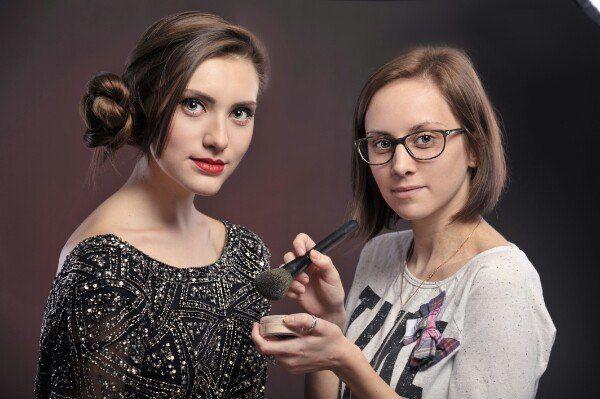 Работа моделью на макияж радикальная девушка модель социальной работы