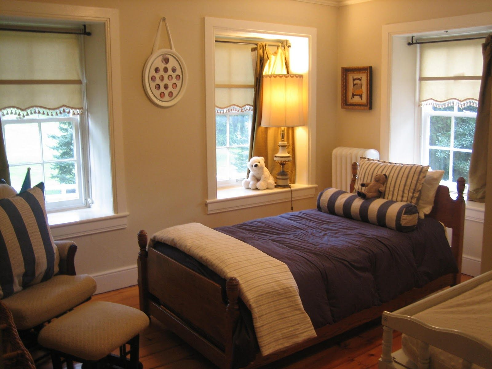 Uncategorized Dazzling Small Bedroom Paint Ideas With Chic Bed
