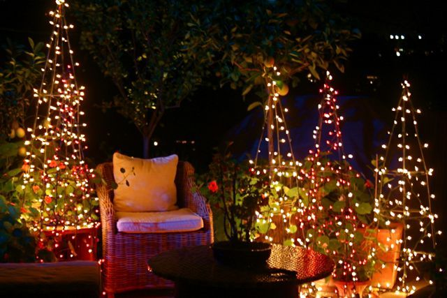 How to use tomato cages off season. A few strands of lights and.....voila!  Instant Christmas Trees. - How To Use Tomato Cages Off Season. A Few Strands Of Lights And