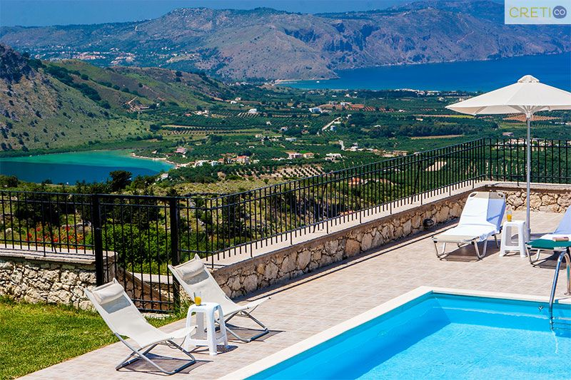 Villa with magnificent view of Kournas lake