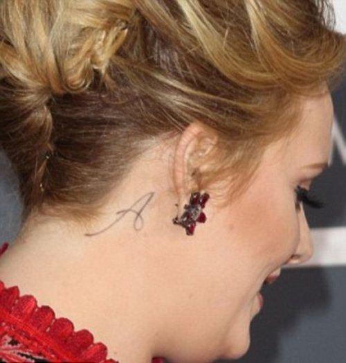 Tatuaz Za Uchem Litera Szukaj W Google Tattoos Behind Ear Tattoo Paradise Tattoo