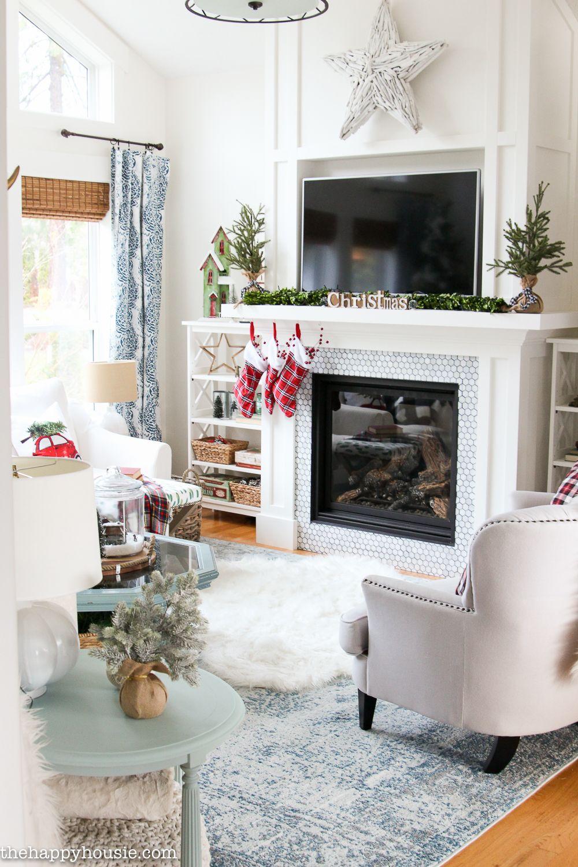 Ski Lodge Chic Christmas Living Room Decor | Christmas living room ...