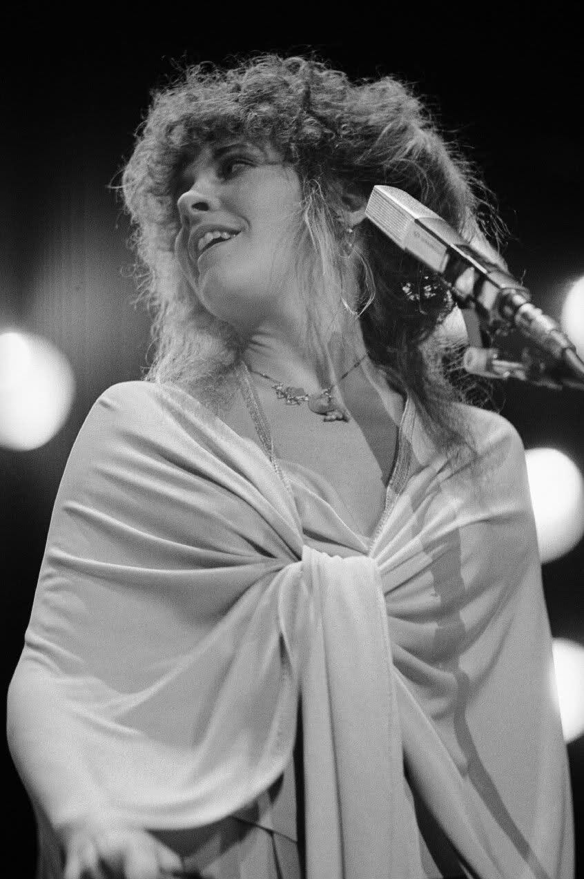 Pin by McKenzie on Back to the Gypsy | Stevie nicks lindsey