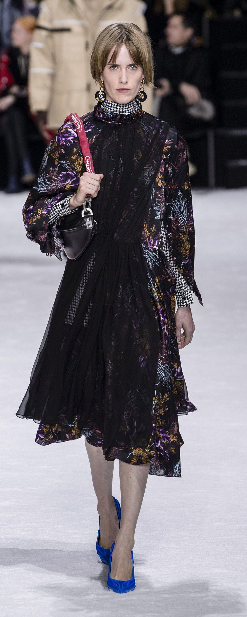 Balenciaga Fall-winter 2018-2019 - Ready-to-Wear   FASHION ... 7c95838bdf