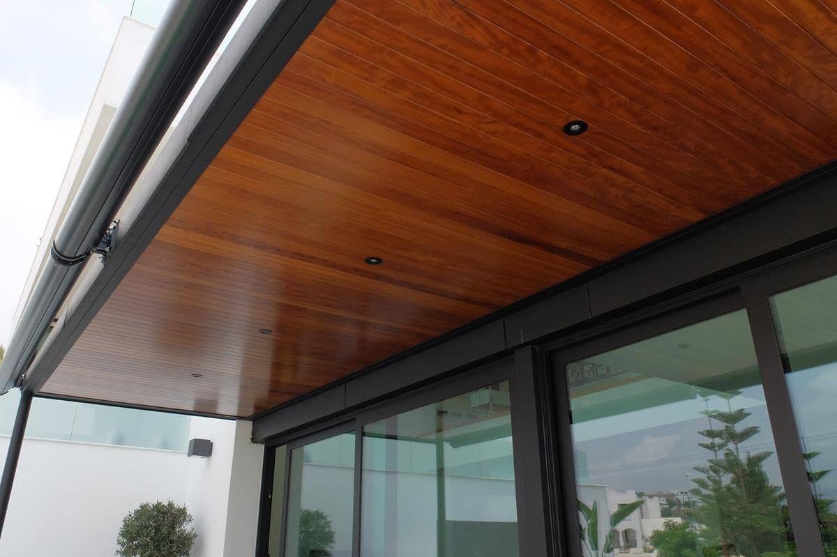 coberti detalle interior de prgola de aluminio con techo de madera y focos pergola - Pergola De Aluminio