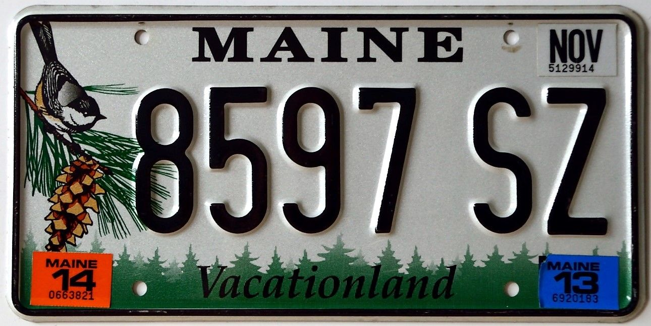 Maine 2014 Passenger Issue This New Baseplate Featuring An Image Of A Chickadee Maine S State Bird And Pine Cone Tassel S State Birds License Plate Plates