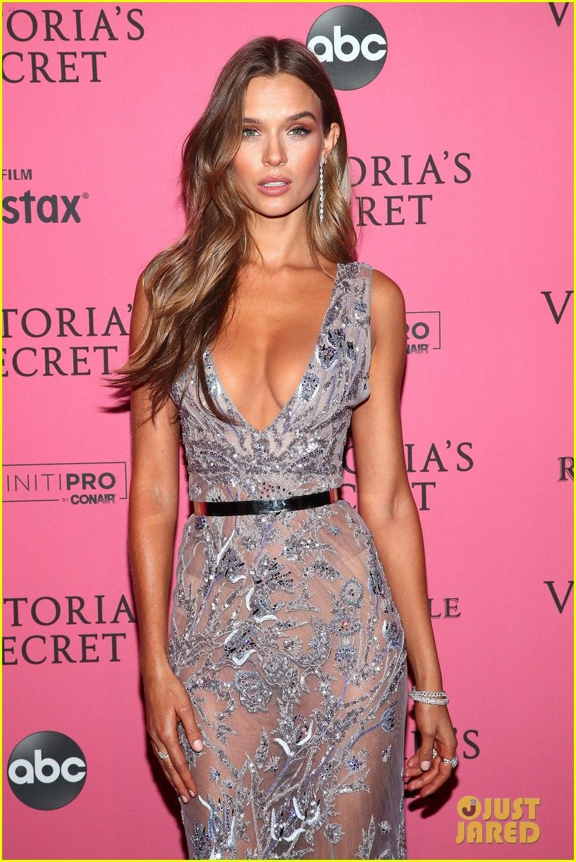 942f9b83c56 Candice Swanepoel Joins the VS Angels at Fashion Show After Party ...