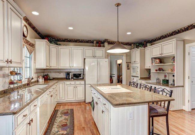 How To: Glaze Kitchen Cabinets in 2020   Glazed kitchen ...