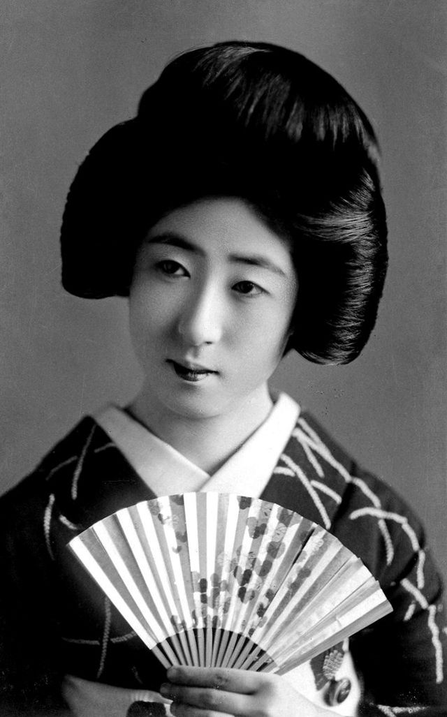 vintage everyday: Shimada Hairstyle: The Lovely Traditional Hairdo of Japanese Women
