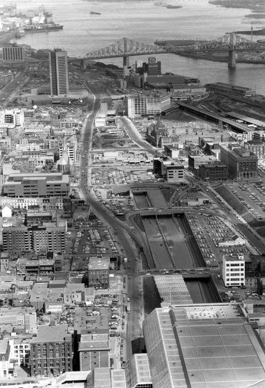 Le Creusement De L Autoroute Ville Marie En 1982 A Fait