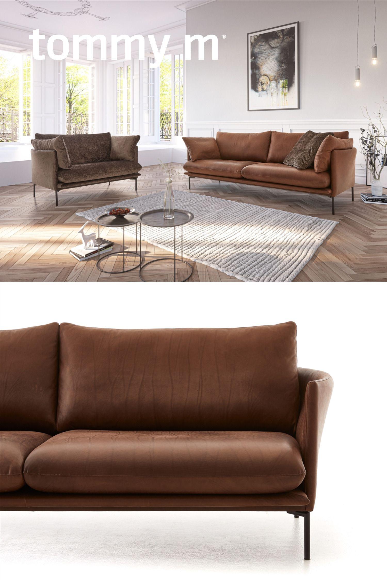 Das Wildbelassene Samtweiche Anilin Leder Zeigt In Dieser Farbe Ganz Besonders Seine Naturlichkeit Und Verschmilzt Formlich Mit Mit Bildern Sofa Design Wohnen Wohn Mobel