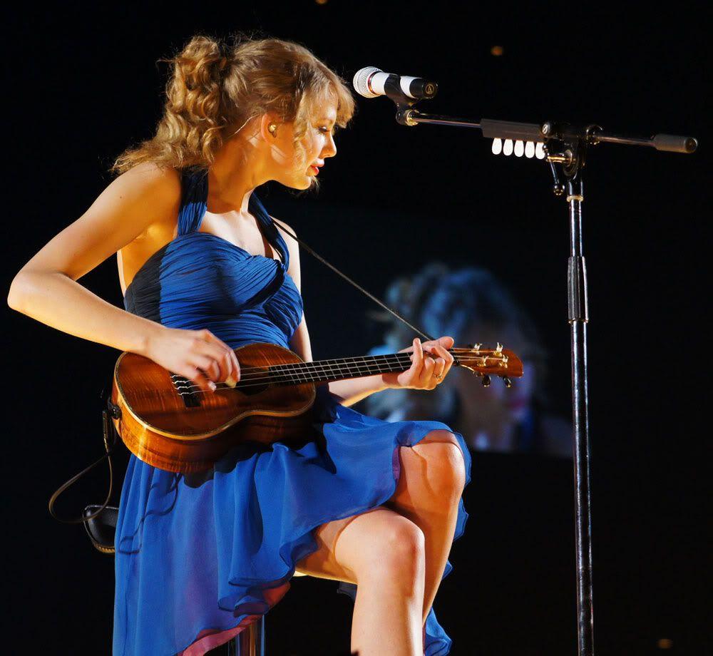 Taylor Swift playing ukulele