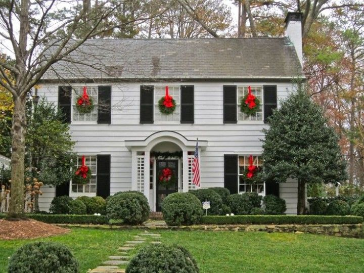 Christmas Wreaths On Windows Outdoors And Indoors Christmas Wreaths For Windows Outside Christmas Decorations Outdoor Christmas Wreaths