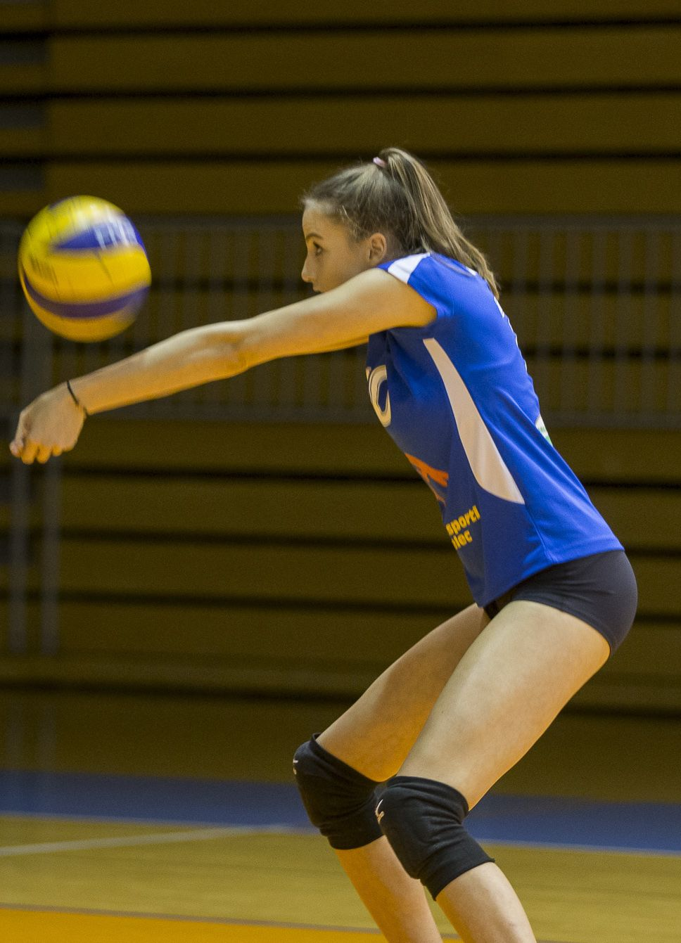 What To Know When Buying Volleyball Knee Pads Volleyball Knee Pads Volleyball Female Volleyball Players