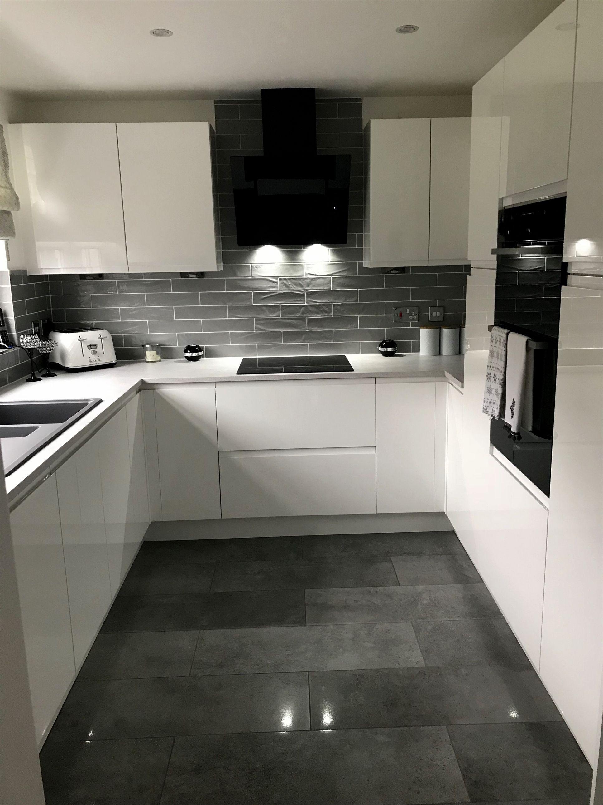 Modern Style Kitchen With Fantastic Storage Capacity Contemporarykitchens Best Kitchen Designs Kitchen Design Small Kitchen Design