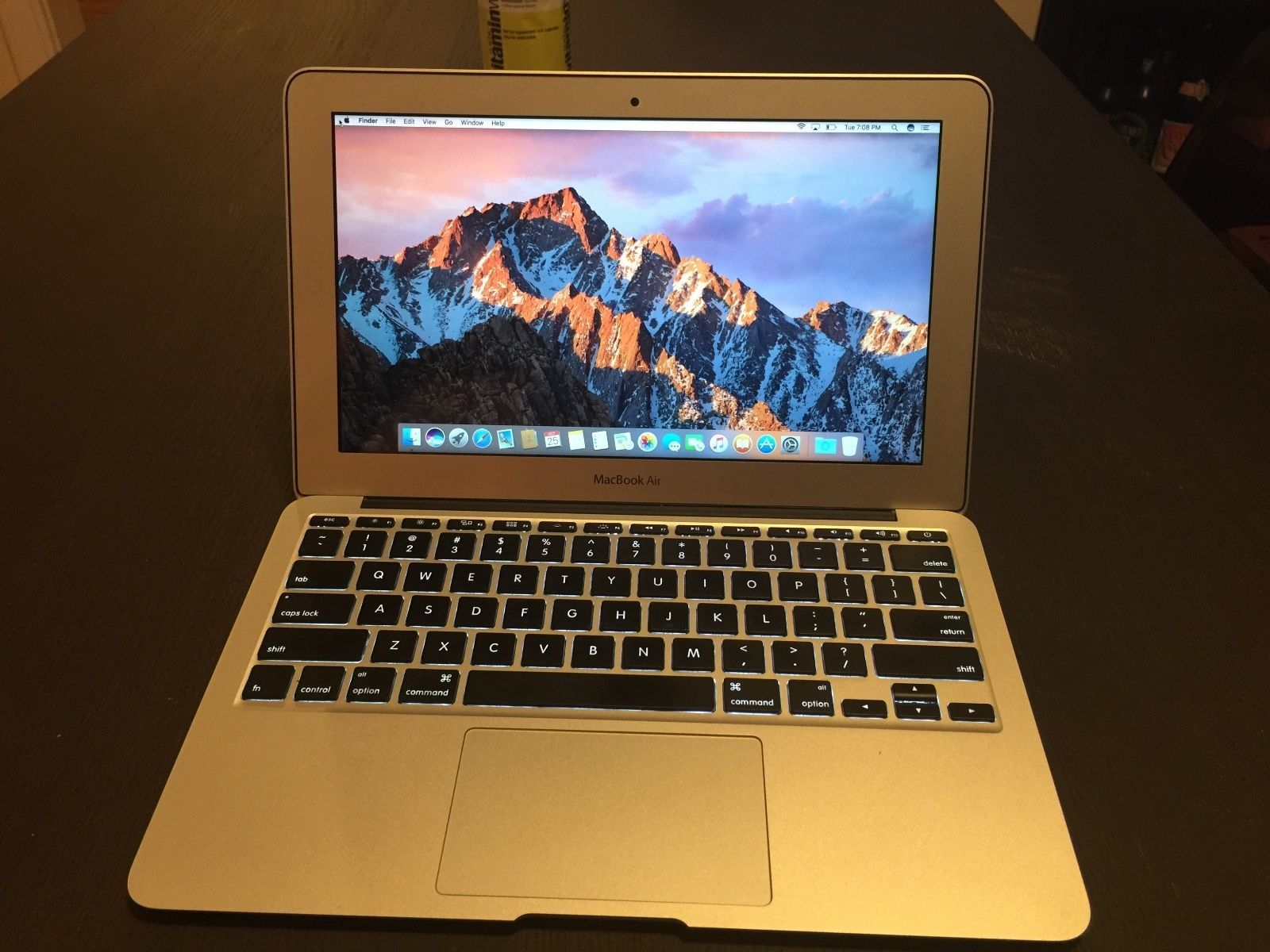 MacBook Air 11  2011 4gb 1.6GHz i5 128gb SSD