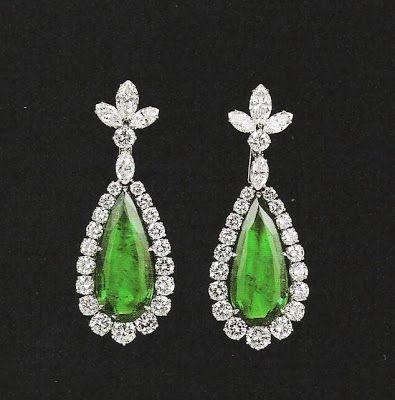 Brincos esmeralda e diamantes Bulgari p Liz Taylor http://bp1.blogger.com/_oQrkaZ6SCL8/R6sVPXMbHzI/AAAAAAAAAQc/MyYxEnmM4YY/s400/Elizabeth%2BTaylor%2BEmerald%2B%2526%2BDiamond%2Bearrings,%2Bby%2BBulgari.jpg