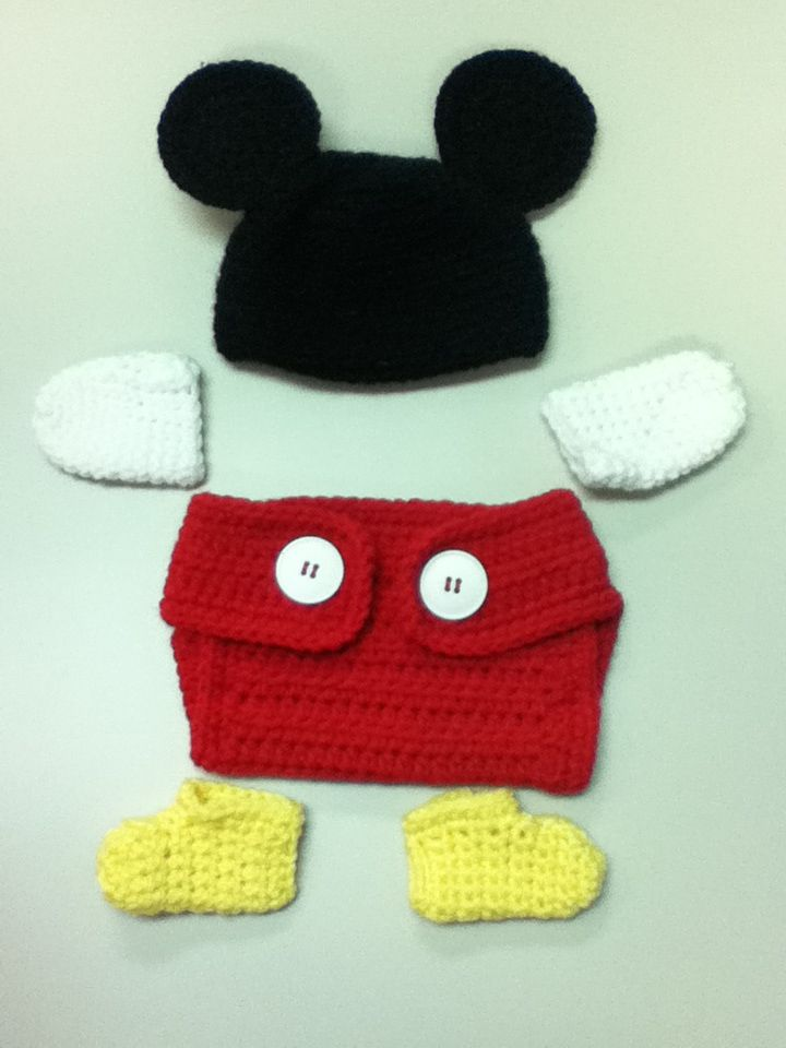 Mickey Mouse newborn outfit. Great for pictures! Free pattern too ...