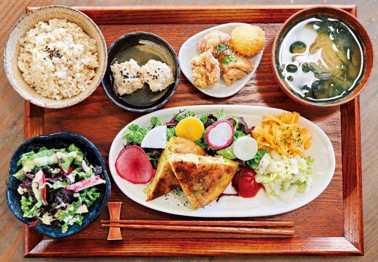日々の健康はバランスのよい食事から。忙しいOLの体調管理にもおすすめの、食材にこだわったヘルシー定食が楽しめる都内人気店3軒をご紹介します。
