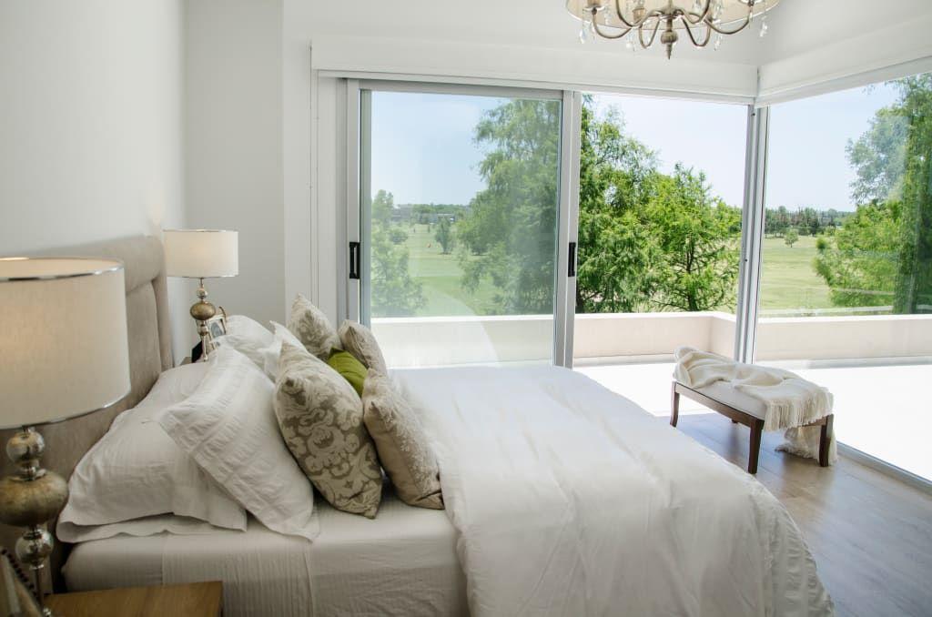 Dormitorio principal dormitorios de estilo por parrado for Foto del dormitorio principal moderno