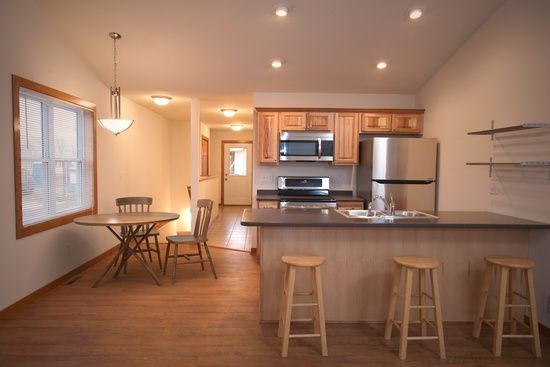 483 Stageline Rd 481 B Hudson Wi 54016 Zillow Deco Cuisine Moderne Cuisine Moderne Moderne