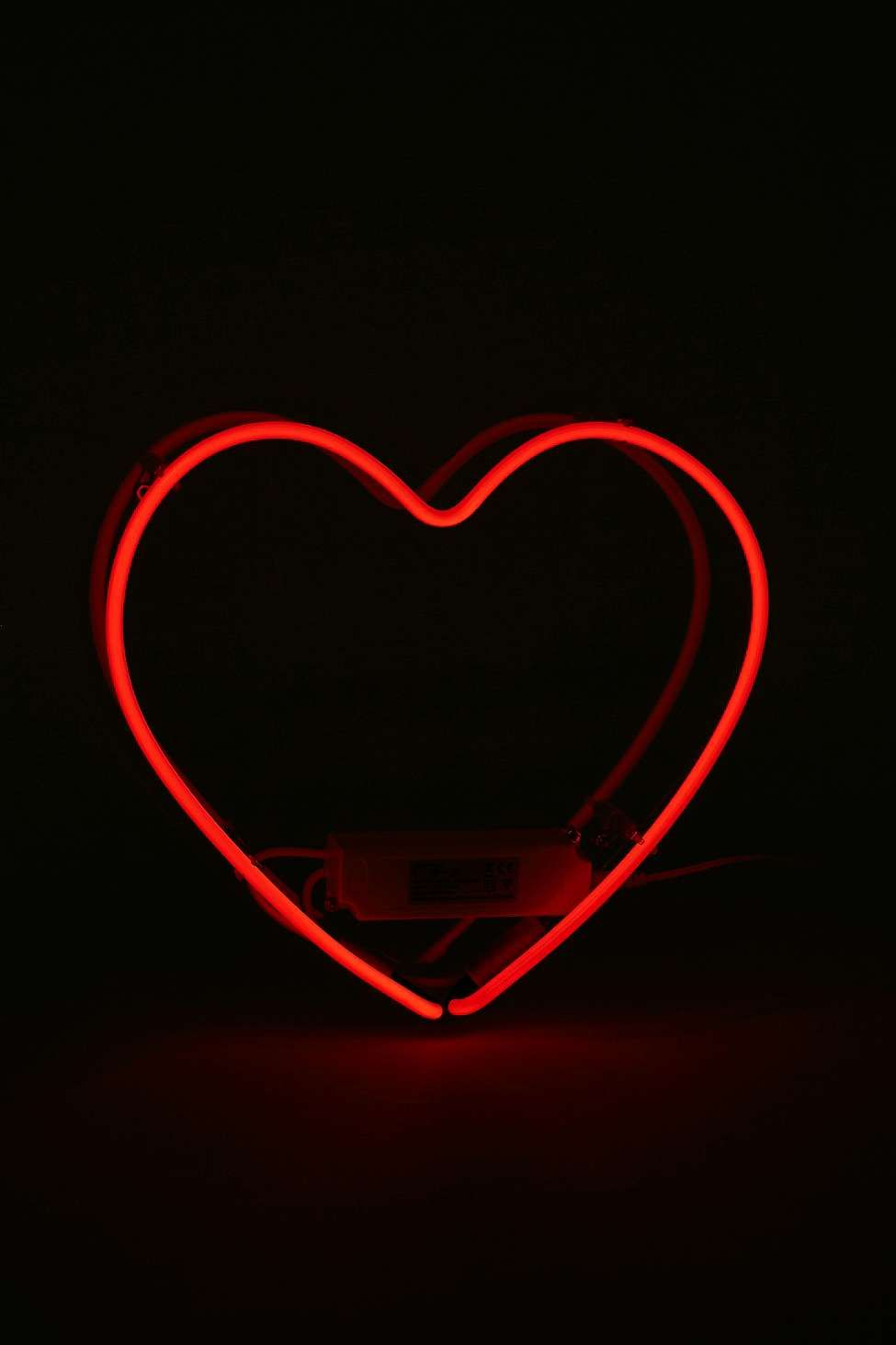 Red Neon Heart Light Urban Outfitters Neon Wallpaper Neon Heart Light Red Aesthetic