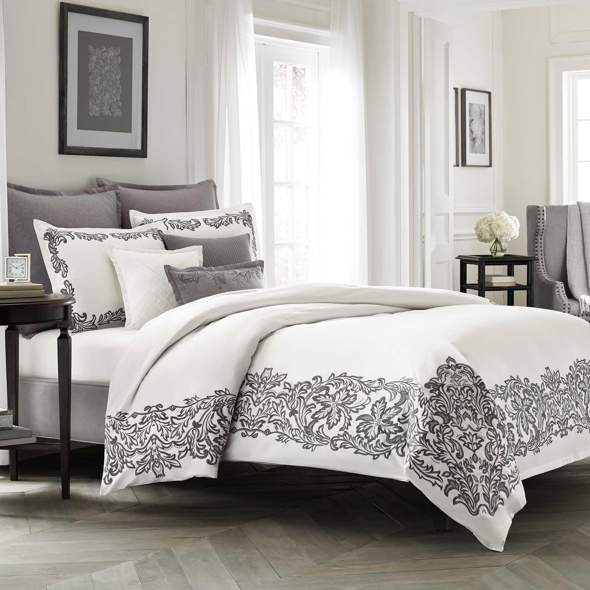 Wamsutta Collection Luxury Italian Made Alisa Duvet Cover in White