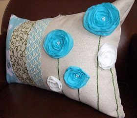Just Another Hang Up: Bright 3d ribbon flowers throw pillow - FREE sewing pattern tutorial & Just Another Hang Up: Bright 3d ribbon flowers throw pillow - FREE ... pillowsntoast.com