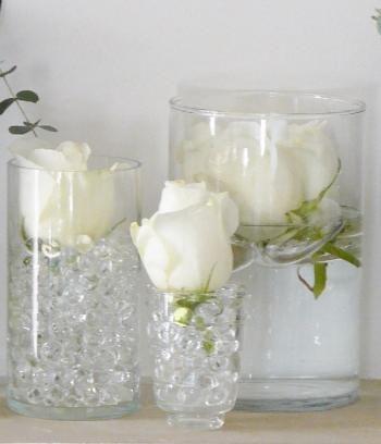 Utiliser des perles d'eau pour la déco et les fleurs. ça fait son effet et risque d'inondation limité!