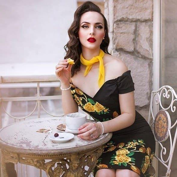 19 Women With Vintage Style You 39 Ll Want To Follow On Instagram Vintage Photoshoot Vintage Fashion Retro Fashion