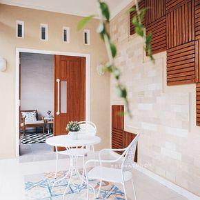 teras rumah minimalis dengan ornamen dan motif keramik