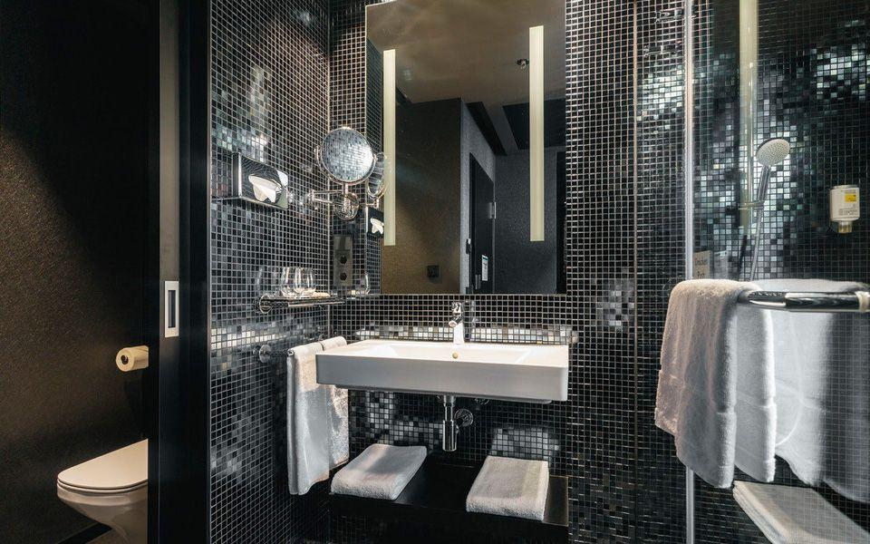 Design Bathroom At Hotel Riu Plaza Berlin U2013 Berlin Hotels U0026 Resorts    Business Hotels In