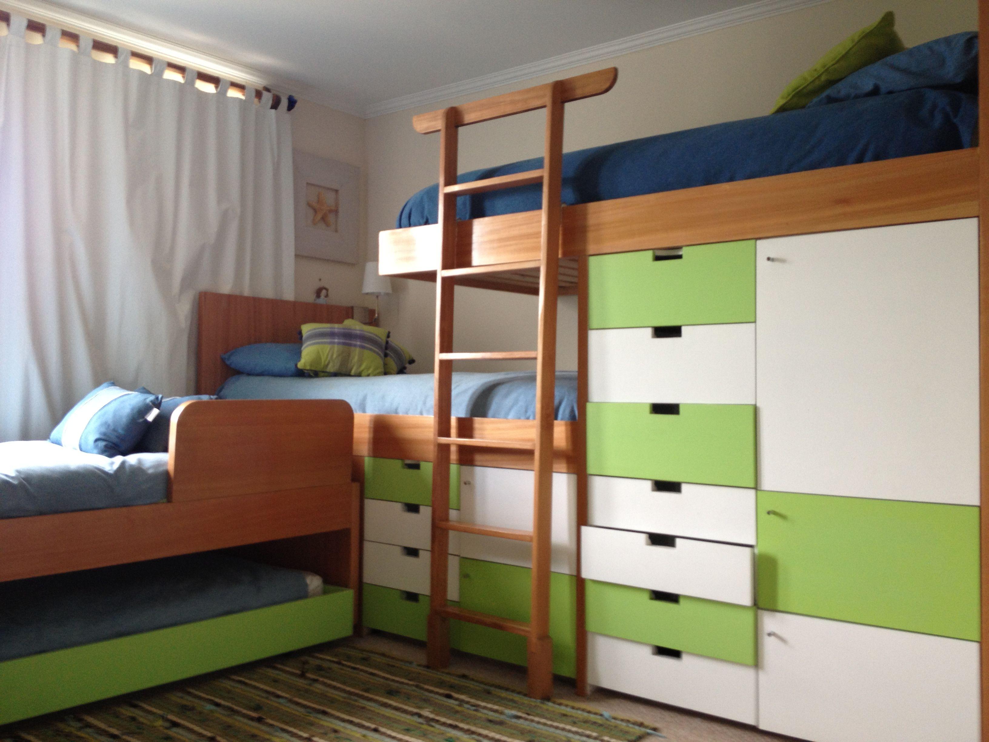 4 camas con cajoneras y closet aprovechando todos los - Cajoneras para ropa ...