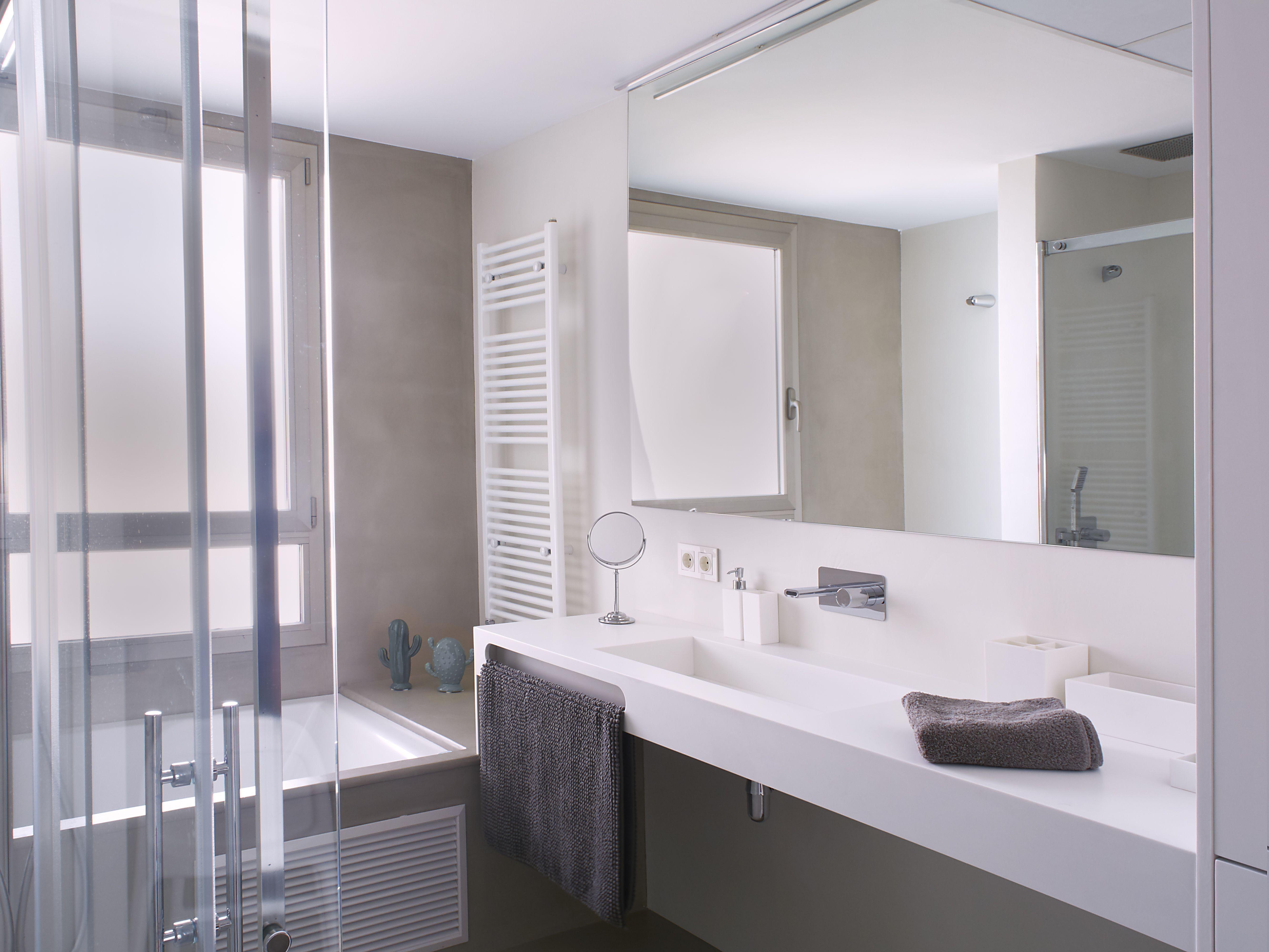 Vivienda Sant Pau | Suelo microcemento, Revestimiento paredes y Baño ...