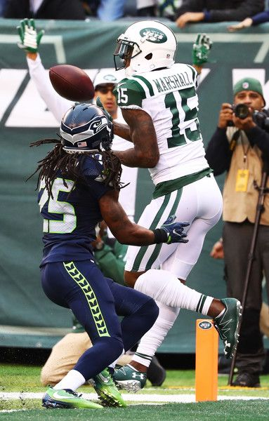 Richard Sherman Photos - Brandon Marshall of the New York Jets catches a  touchdown against Richard Sherman of the Seattle Seahawks during their game  at ... 4982be63b